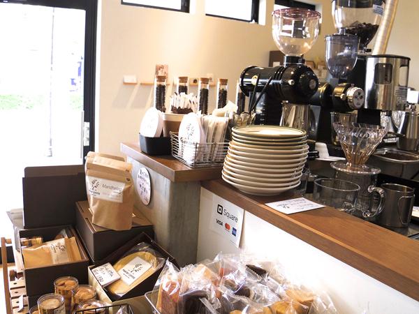 サイフォンが置かれたPANTRY COFFEE店内