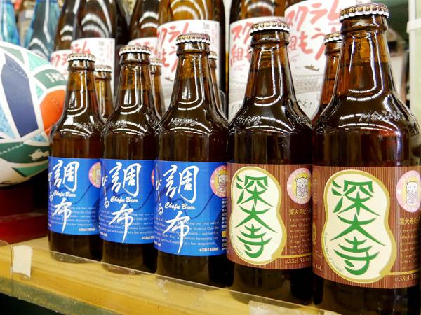 店頭に並ぶ調布ビールと深大寺ビール