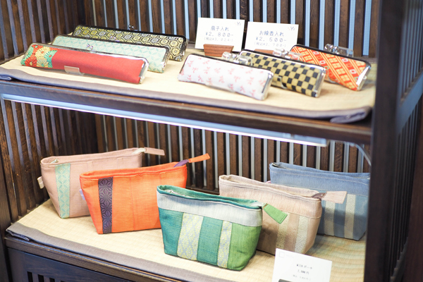 They also sell pouches, fan cases, coin purses, and more. Their products make popular souvenirs overseas.