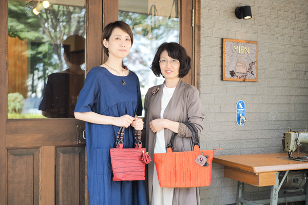 Owner Takako Kobayashi and her daughter Minako This year marks eight years since she started making bags with her fellow parents.